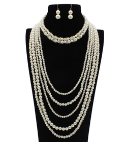 Chunky pearls necklace