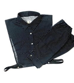 Dotted collar snd sleeves