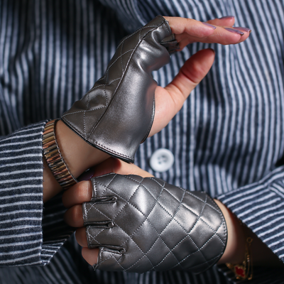 Leather checkered gloves